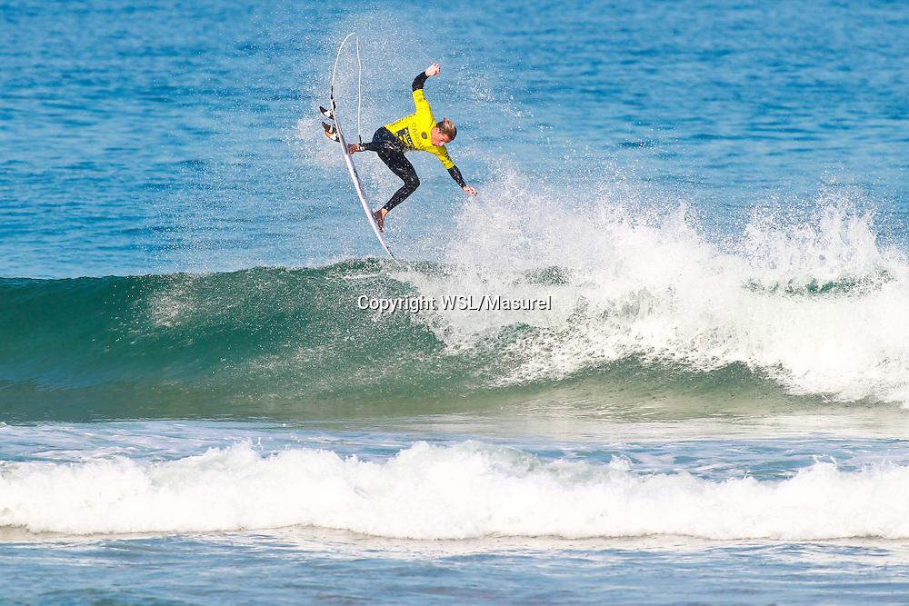 Soli Bailey (AUS). Cascais 2015<br /> hird round of the QS10,000 Allianz Billabong Pro Cascais on Wednesday, September 30, 2015.<br /> Photo credit: Laurent Masurel / www.worldsurfleague.com