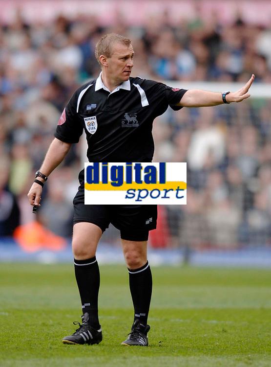 Photo: Glyn Thomas.<br />Aston Villa v Birmingham City. The Barclays Premiership. 16/04/2006.<br /> Referee Graham Poll.