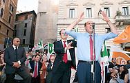 Roma  30 Maggio 2011. I partiti di centrosinistra festeggiano la vittoria delle elezioni comunali  in Italia al Pantheon con un comizio del segretario del Partito Democratico  Pier Luigi Bersani..Romano Prodi  sorprende alle spalle Pier Luigi Bersani.