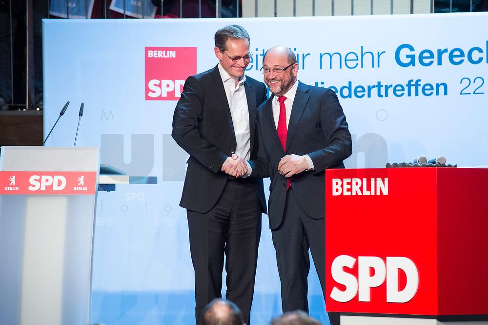 22 MAR 2017, BERLIN/GERMANY:<br /> Michael Mueller (L), SPD, Reg. Buergermsiert Berlin, und Martin Schulz (R), SPD Parteivorsitzender und Spitzenkandidat der SPD zur Bundestagswahl, auf dem Neumitgliedertreffen der Berliner SPD, Festsaal Kreuzberg<br /> IMAGE: 20170322-02-134<br /> KEYWORDS: Martin Schulz, Kanzlerkandidat, candidate, Handshake