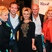 NLD/Baarn/20110124 - Perspresentatie Wie Kiest Tatjana, Tatjana Simic met expartner en manager Rene Ros, moeder Branka Simic, Peter van der Vorst en vriendin Thea Weustink