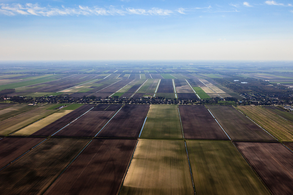 Nederland, Drenthe, Gemeente Borger-Odoorn, 01-05-2013; Valthermond, lintbebouwing in de Veenkolonien. Vlakverdeling van wijken en kanalen zoals resteerde nadat het turf steken in het hoogveen (vervening) gestaakt was.<br /> Fields on reclaimed peatland, at the horizon typical ribbon (linear) development of the villages.<br /> luchtfoto (toeslag op standard tarieven)<br /> aerial photo (additional fee required)<br /> copyright foto/photo Siebe Swart