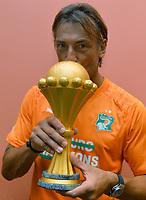 Fotball<br /> Afrika Cup / Afrikamesterskapet<br /> 08.02.2015<br /> Ghana v Elfenbenskysten<br /> Finale<br /> Foto: Panoramic/Digitalsport<br /> NORWAY ONLY<br /> <br /> Joie des Ivoiriens dans les vestiaires  <br /> Herve Renard ( selectionneur CIV) avec le trophee <br /> <br /> Ghana vs Ivory Coast - Final - CAF 2015