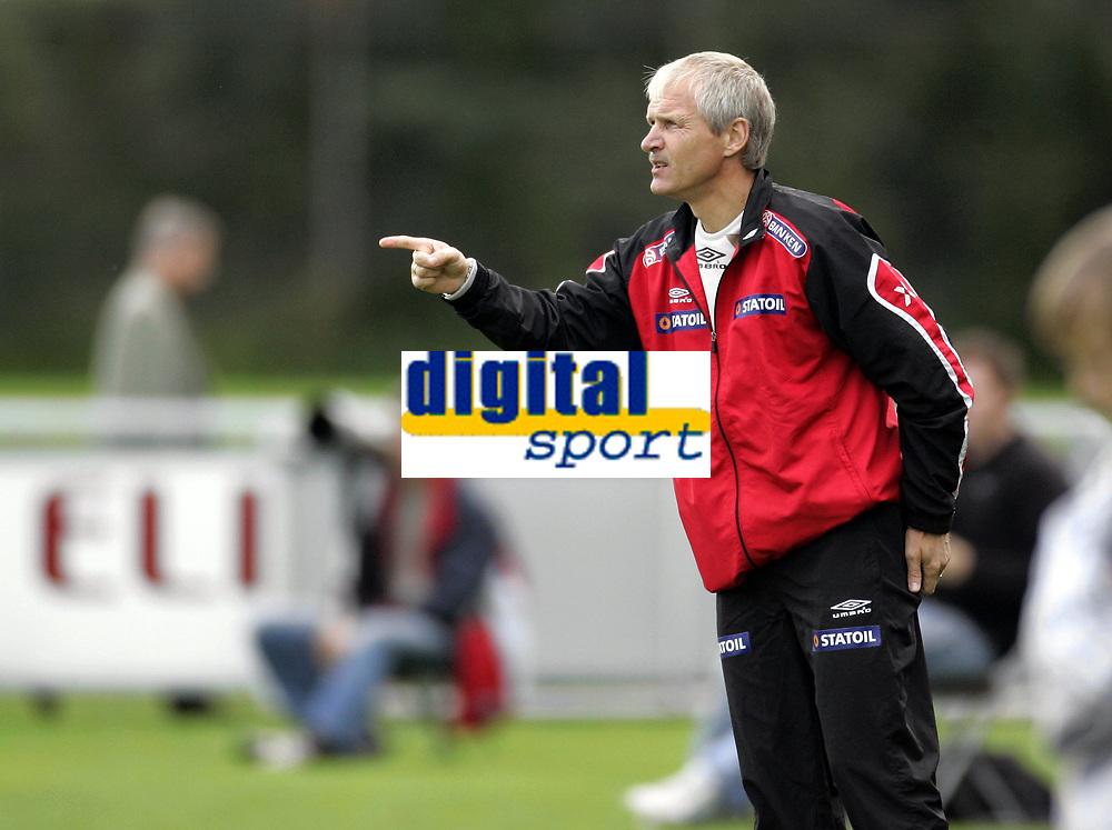 Fotball<br /> Landskamp U21<br /> Danmark v Norge 1-3<br /> Helsing&oslash;r<br /> 05.10.2006<br /> Foto: Morten Olsen, Digitalsport<br /> <br /> Hallvar Thoresen - landslagssjef Norge