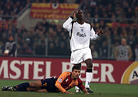 Fotball, Liverpool Emile Heskey holds his head in his hands after missing a chance as Roma Walter Samual looks on.