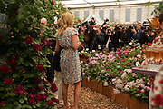 ROD STEWART; PENNY LANCASTER, Press and VIP viewing day. Chelsea Flower show, Royal Hospital Grounds. Chelsea. London. 18 May 2009