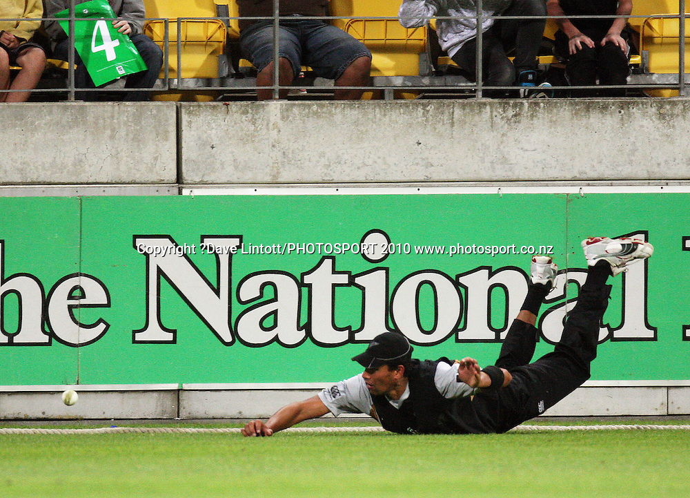David Hussey's shot beats Daryl Tuffey to the boundary.<br /> 1st Twenty20 cricket match - New Zealand v Australia at Westpac Stadium, Wellington. Friday, 26 February 2010. Photo: Dave Lintott/PHOTOSPORT