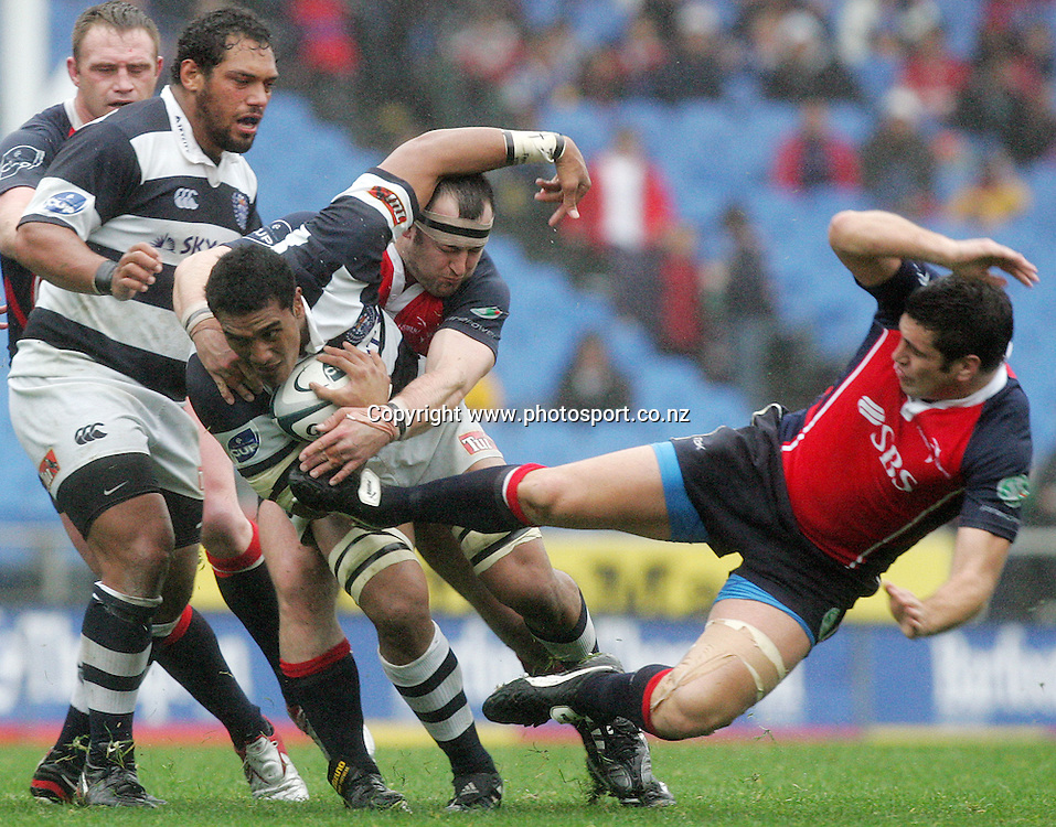 Jerome Kaino fends off Aaron Kimura during the Air New Zealand Cup rugby union match between Auckland and Tasman at Eden Park, Auckland, New Zealand on Sunday 6 August, 2006. Auckland won the match 46 - 6. Photo: Hannah Johnston/PHOTOSPORT<br />