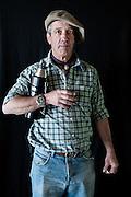 Javier Calvelo/ URUGUAY/ MONTEVIDEO/ FOTOGRAFIA/ Expoprado - Exposicion Rural del Prado de Montevideo/ Proyecto documental sobre la identidad, lo nacional, lo Uruguayo. Se trata de retratos simples mirando a camara y con un fondo neutro. Les pregunto a los fotografiados como quieren ser recordados en el futuro y de que localidad del Uruguay son.<br /> El titulo esta basado en la obra de Raymond Firth, Tipos Humanos. (Raymond William Firth, ( 1901-2002) fue un etn&oacute;logo neozeland&eacute;s profesor de Antropolog&iacute;a en la London School of Economics, es uno de los fundadores de la antropolog&iacute;a econ&oacute;mica brit&aacute;nica). <br /> En la foto:  Tipos Humanos en Expoprado, Alejandro Bauer, Casupa. Foto: Javier Calvelo <br /> alejandrobauer@hotmail.com<br /> 2013-09-06 dia viernes