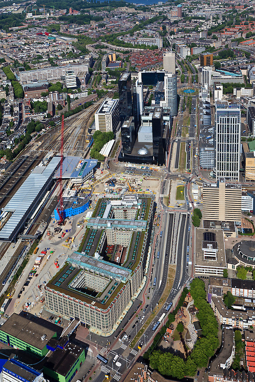 Nederland, Zuid-Holland, Rotterdam, 23-05-2011; Groothandelsgebouw en in het verlengde daarvan Delftse Poort aan het Weena met het Hofplein . Tegenover Delftse Poort het Manhattan Hotel. Nieuwbouw Centraal Station met nieuwe overkapping voor HSL. .Groothandelsgebouw and the high rise Delftse Poort (multi-business complexes) at the Weena (street) with the Hofplein..New construction railway station with new roof for HST. In front of the Delftse Poort the Manhattan Hotel..luchtfoto (toeslag), aerial photo (additional fee required).copyright foto/photo Siebe Swart
