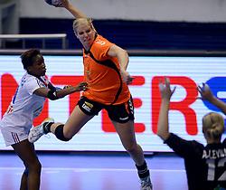 10-12-2013 HANDBAL: WERELD KAMPIOENSCHAP NEDERLAND - FRANKRIJK: BELGRADO <br /> 21st Women s Handball World Championship Belgrade, Nederland verliest met 23-19 van Frankrijk / Danick Snelder<br /> ©2013-WWW.FOTOHOOGENDOORN.NL