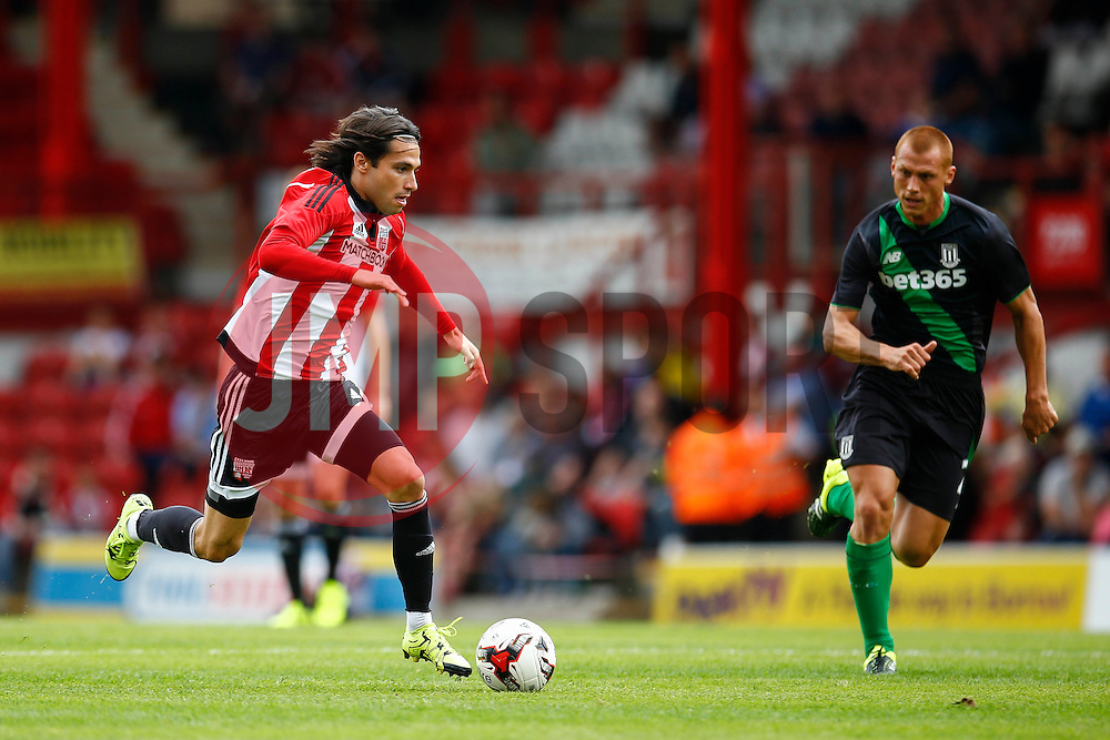 Jota of Brentford surges forward - Mandatory by-line: Jason Brown/JMP - Mobile 07966 386802 25/07/2015 - SPORT - FOOTBALL - Brentford, Griffin Park - Brentford v Stoke City - Pre-Season Friendly