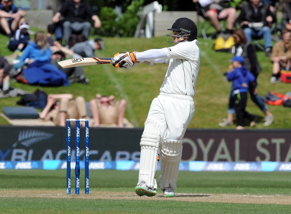 New Zealand's Tom Latham hooks against Sri Lanka on day four of the first International Cricket Test, University Cricket Oval, Dunedin, New Zealand, Sunday, December 13, 2015.Credit:SNPA / Ross Setford