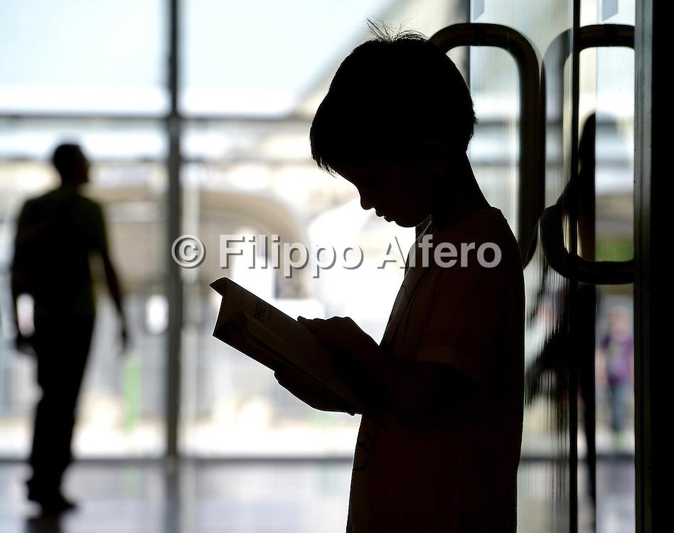 &copy; Filippo Alfero<br /> Salone del Libro 2015<br /> Torino, 14/05/2015<br /> Nella foto: un giovane lettore