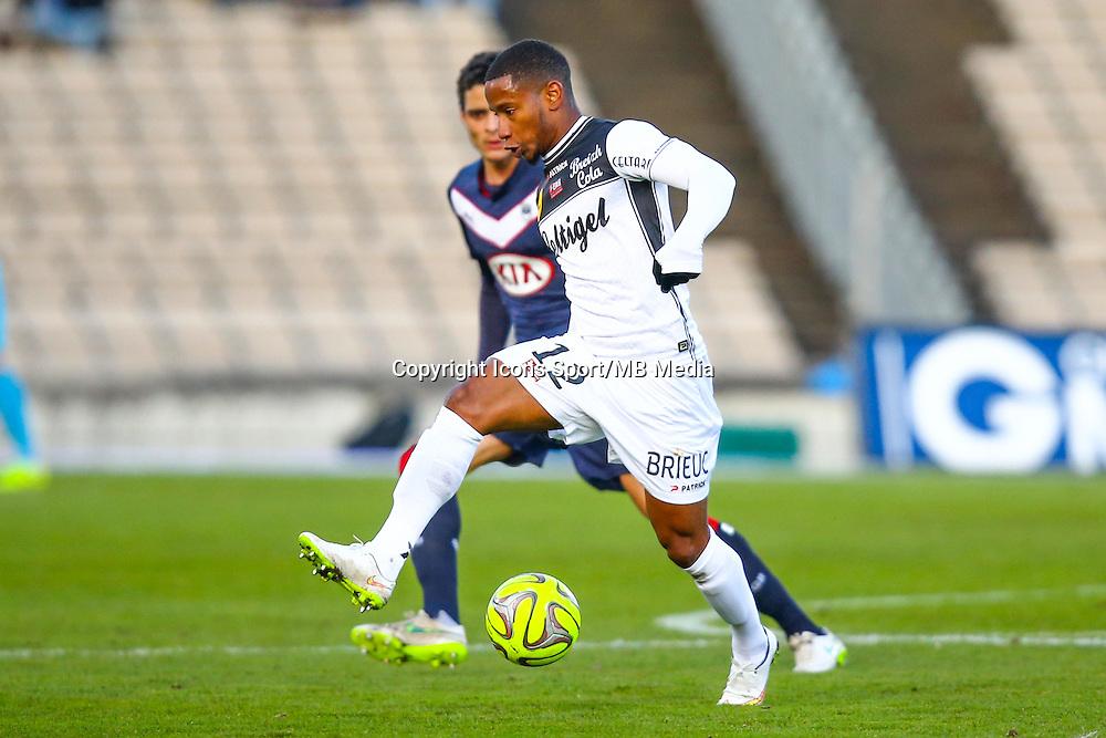 Claudio Beauvue  - 01.02.2015 - Bordeaux / Guingamp - 23eme journee de Ligue 1 -<br /> Photo : Manuel Blondeau / Icon Sport