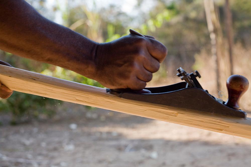 Ibiai_MG, Brasil...Detalhe do braco de um marceneiro trabalhando em Ibiai, Minas Gerais...Detail of the arm of a carpenter working in Ibiai, Minas Gerais...Foto: JOAO MARCOS ROSA / NITRO
