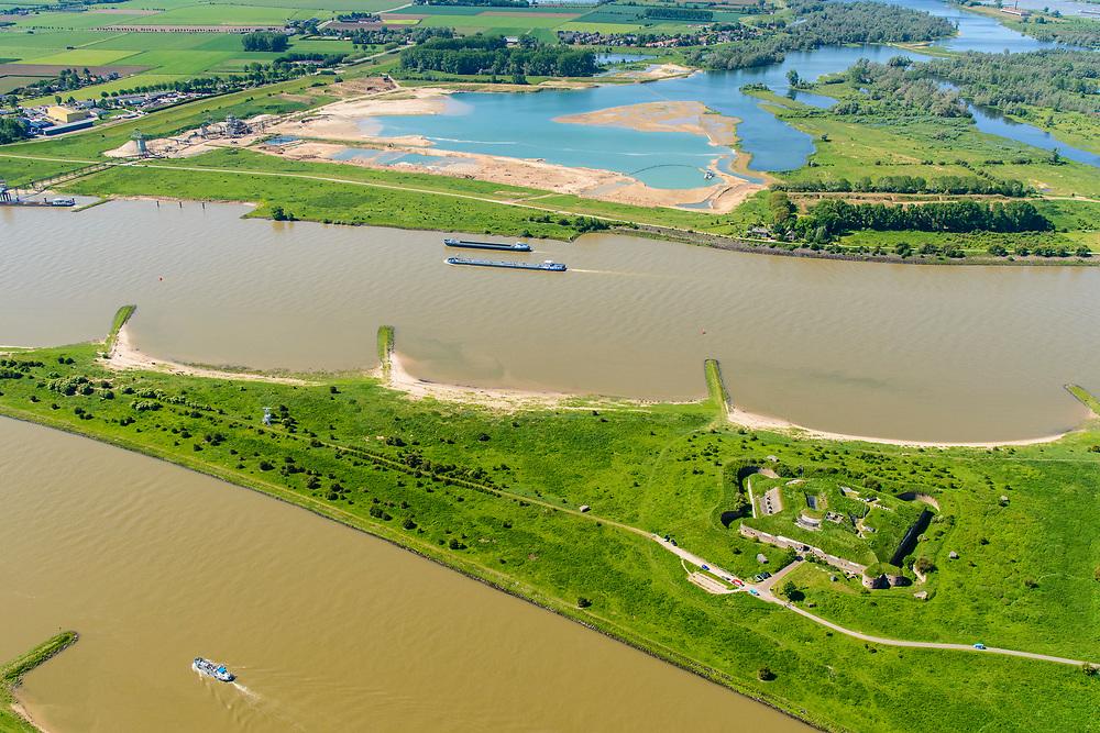 Nederland, Gelderland, Gemeente Lingewaard, 29=0502019; de Pannerdensche Kop. De Rijn splitst zich hier in Waal en Pannerdensch Kanaal. Op de landtong Fort Pannerden, onderdeel van de Nieuwe Hollandse Waterlinie. <br /> The Rhine bifurcates into river Waal and Pannerdensch Channel. The former Fort Pannerden is located about halfway between the headland.<br /> <br /> luchtfoto (toeslag op standard tarieven);<br /> aerial photo (additional fee required);<br /> copyright foto/photo Siebe Swart