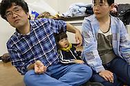 Pappa Yoshinobu, mamma Yuki och sonen Mashiro Segawa. <br /> <br /> Hinan Mama Net, är en stödgrupp för mammor som har evakuerat från Fukushima prefekturen till Tokyo. Gruppen startades av Rika Mashiko.