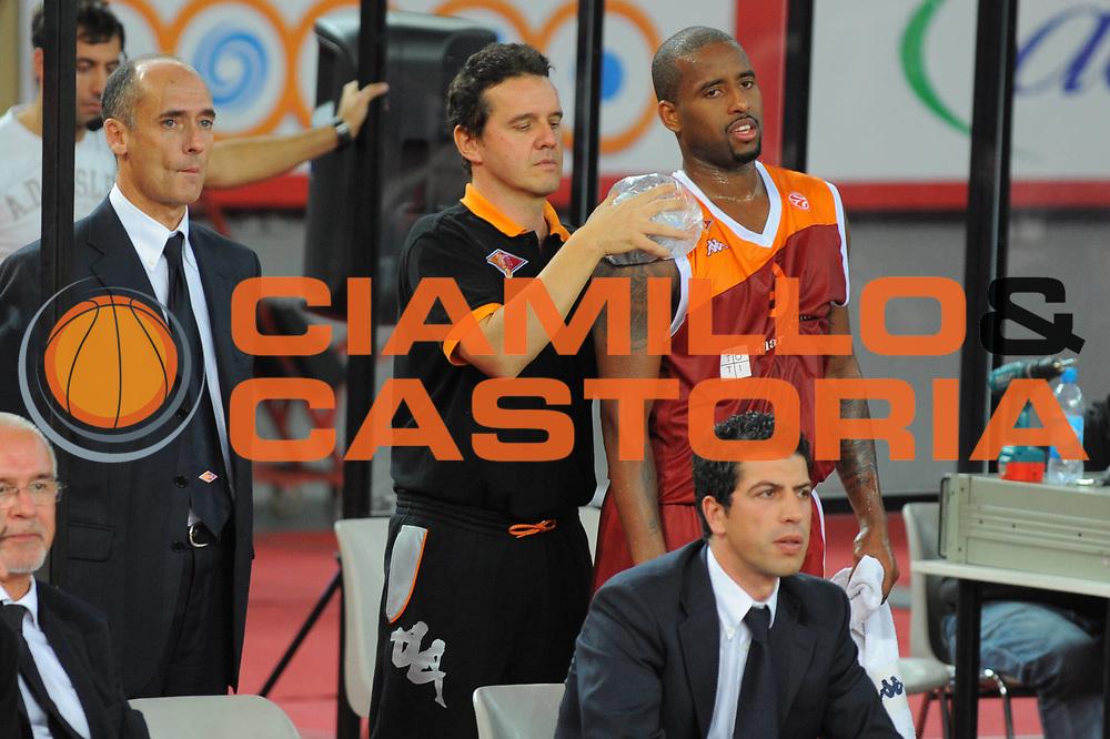 DESCRIZIONE : Roma Eurolega 2010-11 Lottomatica Virtus Roma Brose Baskets Bamberg<br /> GIOCATORE : Lucio De Fazi Darius Waschington<br /> SQUADRA : Lottomatica Virtus Roma<br /> EVENTO : Eurolega 2010-2011<br /> GARA :  Lottomatica Virtus Roma Brose Baskets Bamberg<br /> DATA : 20/10/2010<br /> CATEGORIA : Infortunio <br /> SPORT : Pallacanestro <br /> AUTORE : Agenzia Ciamillo-Castoria/GiulioCiamillo<br /> Galleria : Eurolega 2010-2011<br /> Fotonotizia : Roma Eurolega Euroleague 2010-11 Lottomatica Virtus Roma Brose Baskets Bamberg<br /> Predefinita :