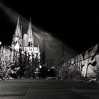 En sko og ei kirke.<br /> Foto: Svein Ove Ekornesvåg