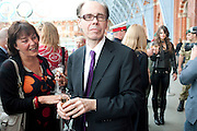 VIV SCHUSTER; JEFFERY DEAVER, Launch of Carte Blanche by Jeffery Deaver. New James Bond novel . Champagne Bar, Upper Concourse<br /> St. Pancras International,  London. 25 May 2011. <br /> <br />  , -DO NOT ARCHIVE-© Copyright Photograph by Dafydd Jones. 248 Clapham Rd. London SW9 0PZ. Tel 0207 820 0771. www.dafjones.com.