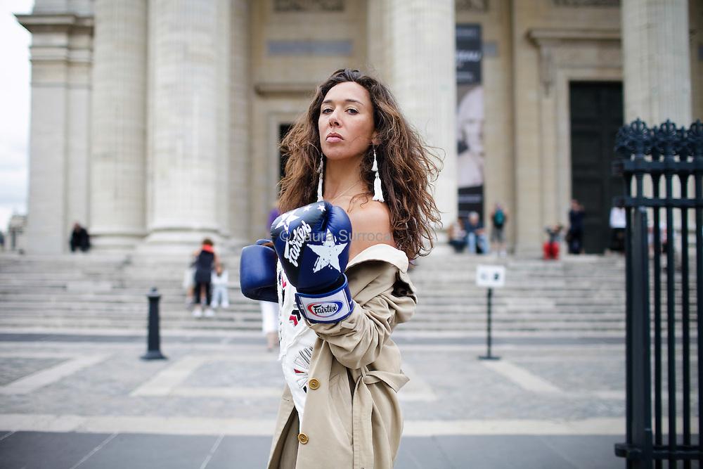 Charlotte des Georges, comedienne, devant le Pantheon de Paris, le 20 julliet 2012.