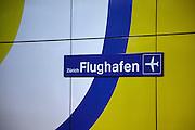 Bahnhof Zürich Flughafen. Station CFF SBB mit Anschluss. Der Flughafen Zürich - Unique Airport ist der grösste Flughafen der Schweiz und das wichtigste Drehkreuz dere helvetischen Luftfahrt. © Romano P. Riedo