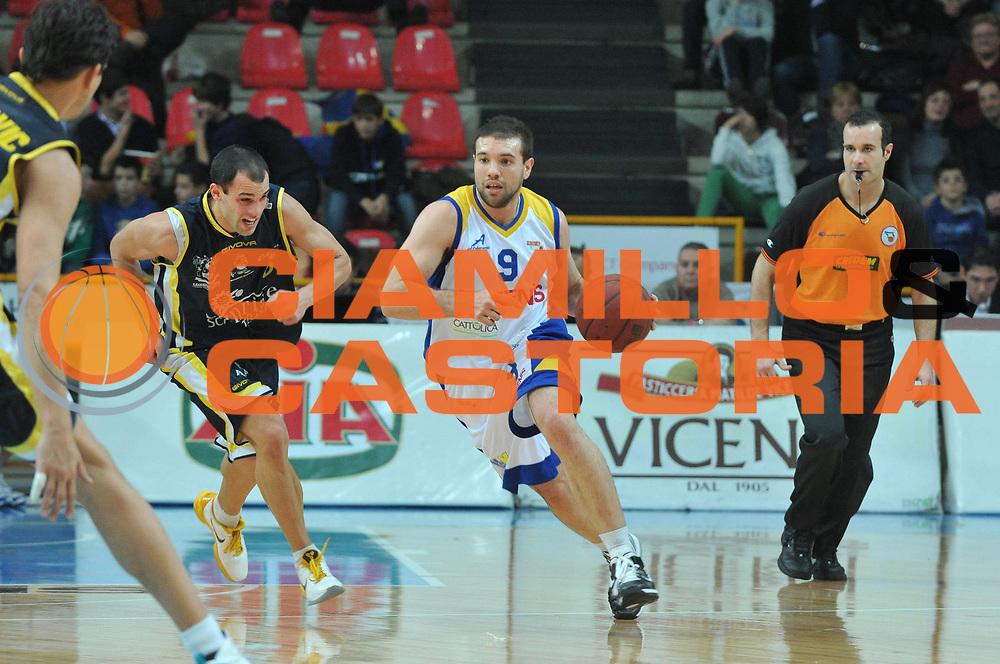 DESCRIZIONE : Verona Lega Basket A2 2010-11 Tezenis Verona Sunrise Scafati<br /> GIOCATORE : Antonio Porta<br /> SQUADRA : Tezenis Verona Sunrise Scafati<br /> EVENTO : Campionato Lega A2 2010-2011<br /> GARA : Tezenis Verona Sunrise Scafati<br /> DATA : 08/01/2011<br /> CATEGORIA : Palleggio<br /> SPORT : Pallacanestro <br /> AUTORE : Agenzia Ciamillo-Castoria/M.Gregolin<br /> Galleria : Lega Basket A2 2010-2011 <br /> Fotonotizia : Verona Lega A2 2010-11 Tezenis Verona Sunrise Scafati<br /> Predefinita :