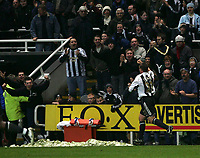 Photo: Andrew Unwin.<br />Newcastle United v Middlesbrough. The Barclays Premiership. 02/01/2006.<br />Newcastle's Lee Clark celebrates his late equaliser.
