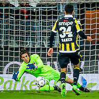 ALKMAAR - 06-02-2016, AZ - Vitesse, AFAS Stadion, 1-0, AZ keeper Sergio Rochet, Vitesse speler Lewis Baker