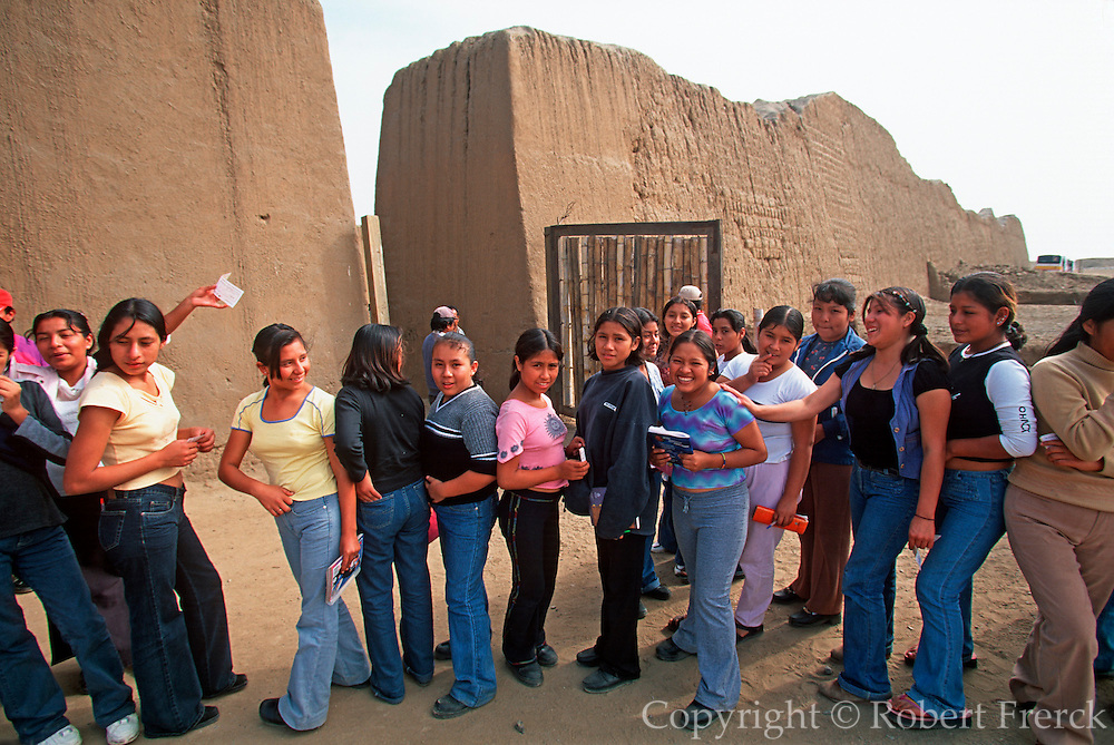 PERU, PREHISPANIC, CHIMU Chan Chan; students at Palacio Tschuldi