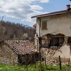 Casa sventrata a Torrita.