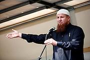 Dietzenbach | 24.07.2011..Am Samstag (24.07.2011) hielt der Salafist und radikale Islamist Pierre Vogel (Abu Hamza) in Dietzenbach (Landkreis Offenbach) vor etwa 200 Menschen einen Vortrag..Hier: Pierre Vogel (Abu Hamza) bei seinem Vortrag. ..©peter-juelich.com..[No Model Release | No Property Release]