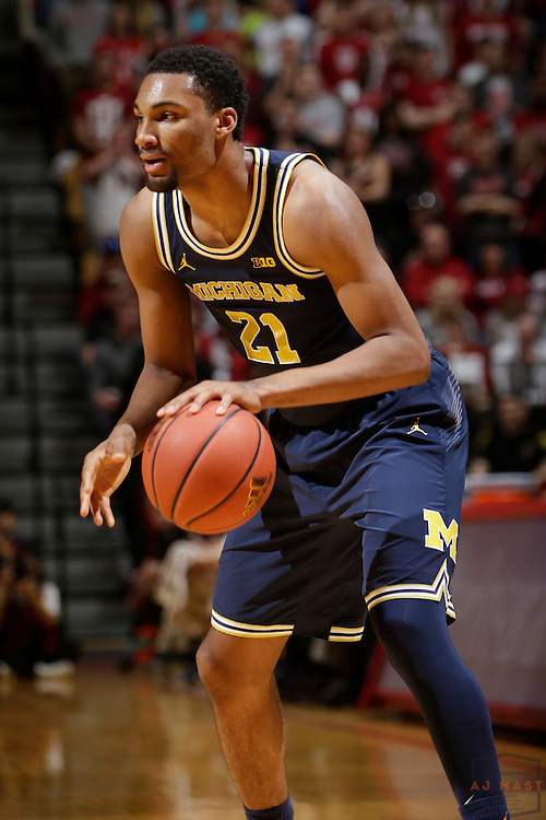 Michigan guard Zak Irvin (21) in action as Michigan played Indiana in an NCCA college basketball game in Bloomington, Ind., Sunday, Feb. 12, 2017. (AJ Mast)