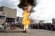 Mannheim. Käfertal. Wache Nord. Tag der offenen Tür bei der Feuerwehr. Die Feuerwehr lädt ein. Spezialfahrzeuge verschiedener Wehren und Firmenfeuerwehren werden gezeigt. Die Metropolregion als Grenzübergreifend. <br /> - Fettexplosion<br /> <br /> Bild: Markus Proßwitz<br /> <br /> ++++ Archivbilder und weitere Motive finden Sie auch in unserem OnlineArchiv. www.masterpress.org ++++