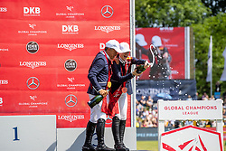 ROBERT Olivier (FRA), GATES Jennifer (USA)<br /> Hamburg - 90. Deutsches Spring- und Dressur Derby 2019<br /> Siegerehrung<br /> GLOBAL CHAMPIONS LEAGUE<br /> CSI5* Int. Springprüfung nach Fehlern und Zeit <br /> Wertungsprüfung der Global Champions League <br /> Qualifikation zum LGCT Grand Prix<br /> 01. Juni 2019<br /> © www.sportfotos-lafrentz.de/Stefan Lafrentz
