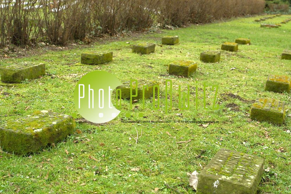 Mannheim. Hauptfriedhof. Grabplatten <br /> <br /> Bild: Pro&szlig;witz