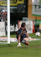 n/z.: bramkarz Arkadiusz Malarz (nr27-Amica) puszcza gola z karnego podczas meczu ligowego Legia Warszawa (biale) - Amica Wronki (czerwone) 1:1, I liga polska , 15 kolejka sezon 2004/2005 , pilka nozna , Polska , Warszawa , 19-03-2005 , fot.: Adam Nurkiewicz / mediasport..goalkeeper Arkadiusz Malarz (nr27-Amica) miss the penalty goal during Polish league first division soccer match in Warsaw. March 19, 2005 ; Legia Warszawa (white) - Amica Wronki (red) 1:1 ; first division , 15 round season 2004/2005 , football , Poland , Warsaw ( Photo by Adam Nurkiewicz / mediasport )