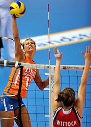 30-10-2011 VOLLEYBAL: NEDERLAND - BELGIE: ZWOLLE<br /> Nederland wint de tweede oefenwedstrijd met 3-2 van Belgie / Captain Manon Flier<br /> ©2011-WWW.FOTOHOOGENDOORN.NL