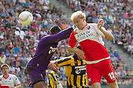 UTRECHT - FC Utrecht - Vitesse, Eredivisie, seizoen 2010-2011, 24-04-2011, Galgenwaard, Vitesse keeper Eloy Room (L), Vitesse speler Guram Kashia, FC Utrecht speler Frank Demouge scoort de 4-1.
