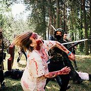 20.05.2016 Mahlwinkel, Zombie Larp (live action role play) Veranstalter: Lost ideas.<br />Etwa 600 Spieler, die Spieler sind 24h im Spiel.<br /><br />Im Nahkampf mit den Zombies, auch wenn es martialisch aussieht gehen die Spieler sehr vorsichtig mit einander um. Verletzungen sind eine gro&szlig;e Ausnahme.<br /><br />&copy; Harald Krieg/ Agentur Focus