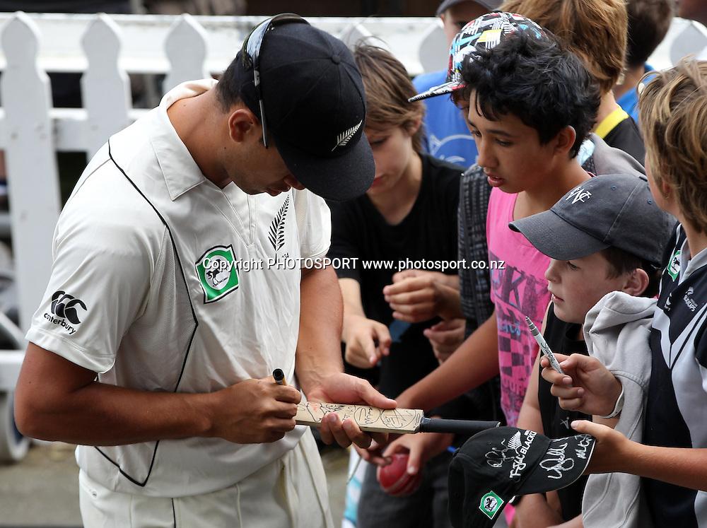 Ross Taylor signs autographs on Day 3 of the 2nd test match.  New Zealand Black Caps v Pakistan, Test Match Cricket. Basin Reserve, Wellington, New Zealand. Monday 17 January 2011. Photo: Andrew Cornaga/photosport.co.nz
