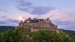 THEMENBILD - Die Burg Landskron ist eine Felsenburg nordöstlich von Villach am westlichen Beginn der Ossiacher Tauern auf dem Plateau eines Felskegels, der 135 m über der Ebene aufragt. In der Burg befindet sich die Adlerarena Burg Landskron, wo im Sommerhalbjahr öffentliche Greifvogelschauen abgehalten werden. Aufgenommen am Mittwoch, 5. Juni 2019 // Landskron Castle (Slovene: Grad Vajskra) is a medieval hill castle northeast of Villach in the state of Carinthia, Austria. Dating to the early 14th century, the castle ruins are located on a rock cone of the Ossiach Tauern range, at an elevation of 658 metres (2,159 ft) above sea level.[1] Today Landskron Castle, its falconry centre conducting regular flying demonstrations, and the nearby macaque enclosure are major tourist destinations. Villach on Wednesday, June 5, 2019. EXPA Pictures © 2019, PhotoCredit: EXPA/ Johann Groder