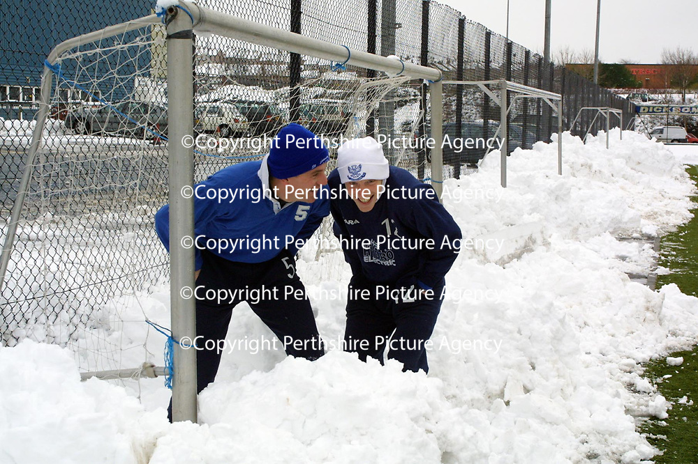 St Johnstone players Kim Weir and Nathan Lowndes duck out of the way of snowballs during training this morning.<br />