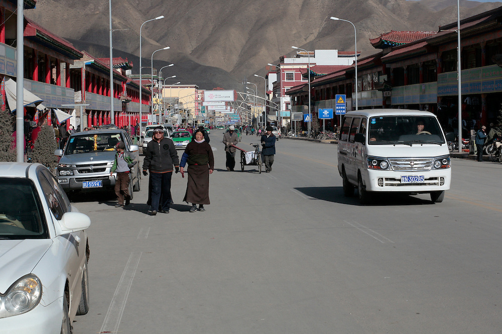 The main street of the town of Xiahe in the Gansu province, next to the monastery of Labrang where riots have erupted in march 2008 just a few days after the clashes of Lhasa.