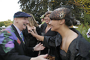 Stephen Jones, Ninivah Khomo and Delilah Khomo, Stephen Jones Summer Hat party to celebrate 25 years of Milllinery. Debenham House, 8 Addison Rd. Holland Park, London. 13 July 2006.  ONE TIME USE ONLY - DO NOT ARCHIVE  © Copyright Photograph by Dafydd Jones 66 Stockwell Park Rd. London SW9 0DA Tel 020 7733 0108 www.dafjones.com