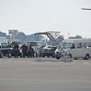 NLD/Amsterdam/20080623 - Aankomst van jennifer Aniston op Schiphol met een privevliegtuig, familie leden