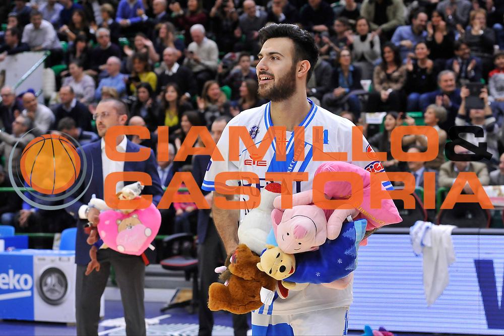 DESCRIZIONE : Campionato 2014/15 Dinamo Banco di Sardegna Sassari - Grissin Bon Reggio Emilia<br /> GIOCATORE : Brian Sacchetti Teddy Bear Toss<br /> CATEGORIA : Ritratto Curiosit&agrave;<br /> SQUADRA : Dinamo Banco di Sardegna Sassari<br /> EVENTO : LegaBasket Serie A Beko 2014/2015<br /> GARA : Dinamo Banco di Sardegna Sassari - Grissin Bon Reggio Emilia<br /> DATA : 22/12/2014<br /> SPORT : Pallacanestro <br /> AUTORE : Agenzia Ciamillo-Castoria / Luigi Canu<br /> Galleria : LegaBasket Serie A Beko 2014/2015<br /> Fotonotizia : Campionato 2014/15 Dinamo Banco di Sardegna Sassari - Grissin Bon Reggio Emilia<br /> Predefinita :