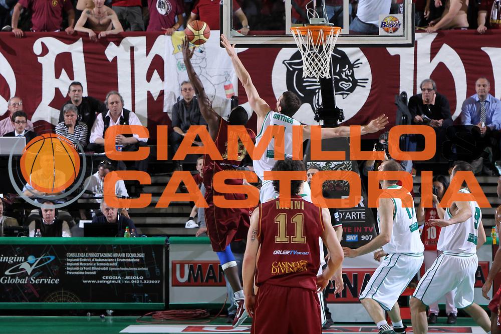 DESCRIZIONE : Treviso Lega A 2011-12 Umana Reyer Venezia Benetton Treviso<br /> GIOCATORE : sylvere bryan<br /> CATEGORIA :  Tiro<br /> SQUADRA : Umana Reyer Venezia Benetton Treviso<br /> EVENTO : Campionato Lega A 2011-2012<br /> GARA : Umana Reyer Venezia Benetton Treviso<br /> DATA : 28/04/2012<br /> SPORT : Pallacanestro<br /> AUTORE : Agenzia Ciamillo-Castoria/G.Contessa<br /> Galleria : Lega Basket A 2011-2012<br /> Fotonotizia :  Treviso Lega A 2011-12 Umana Reyer Venezia Benetton Treviso<br /> Predefinita :
