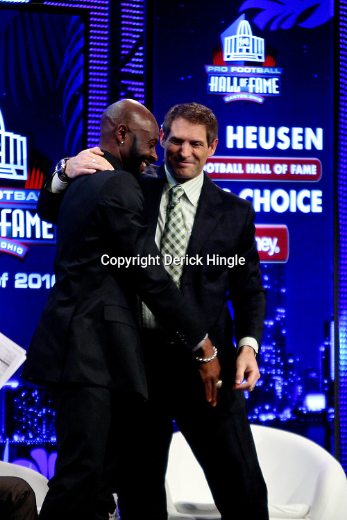 06 February, 2010: Former teammates Jerry Rice and Steve Young talk on stage after Rice was announced as one of the newest Enhrinees into the Hall of Fame during a press conference for the Pro Football Hall of Fame Class of 2010 Enshrinees held at the Greater Ft. Lauderdale/Broward County Convention Center in Fort Lauderdale, Florida.